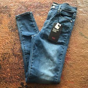 {Levi's} Mile-High Super Skinny Jeans. Size 27.